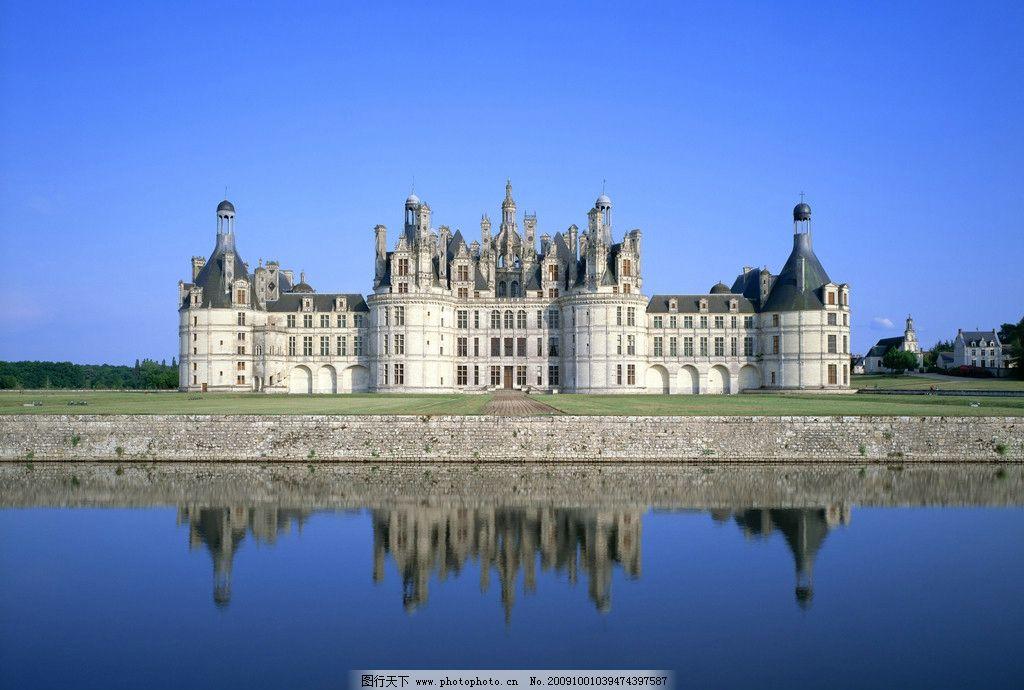 水边欧式城堡图片