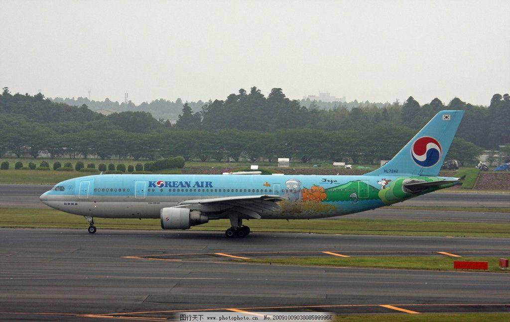 大型客机 航空 民航 飞机 空中客车 跑道 停机 交通工具 现代科技