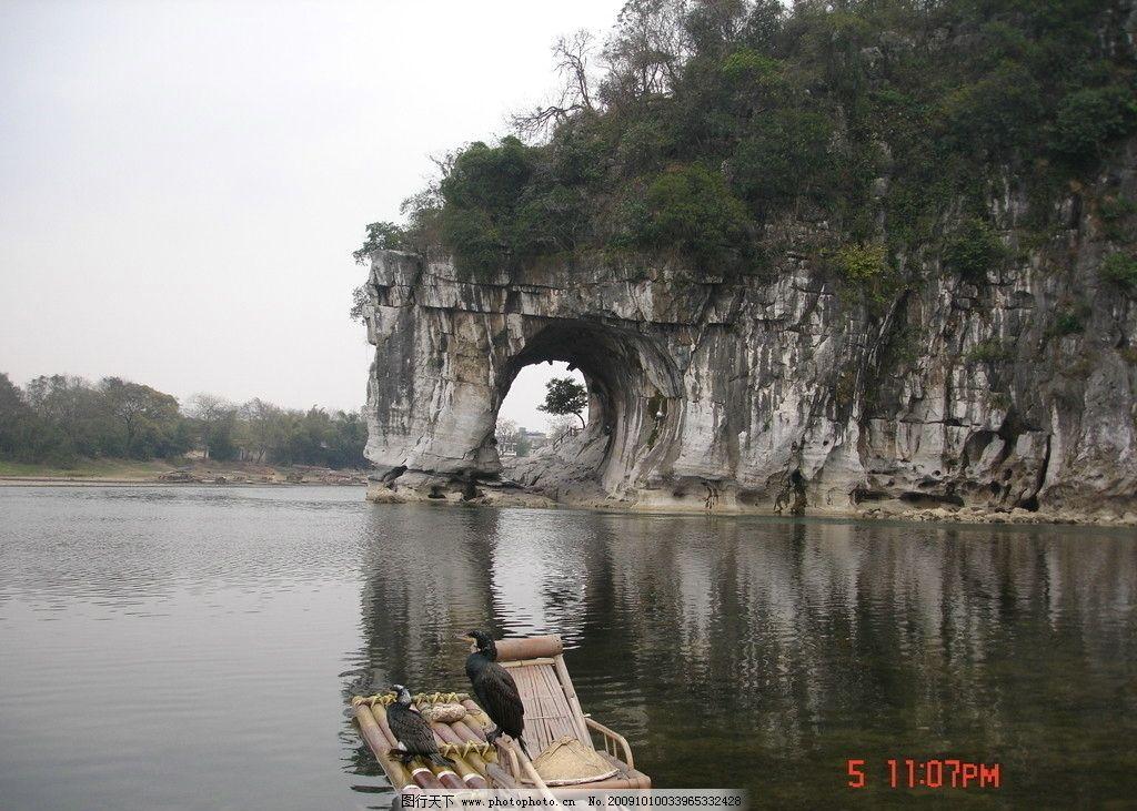 桂林山水 广西桂林 孤山 树林 湖水 小船 海鸟 桂林风景 国内旅游