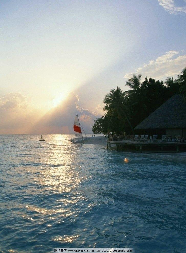 大海风光 蓝天 白云 树木 船只 潮水 夕阳 帆船 大海风景 摄影
