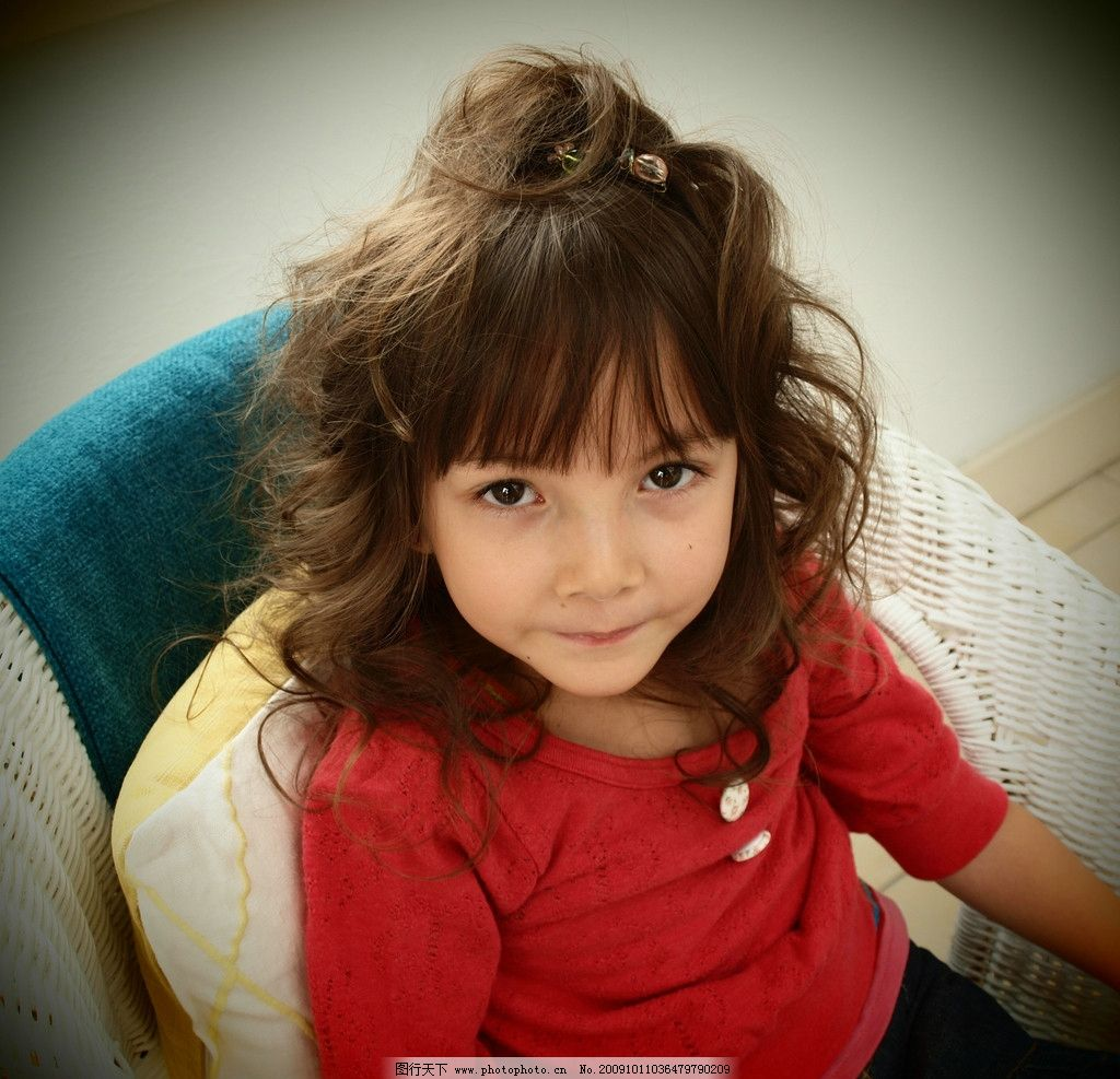 可爱卷发外国小女孩图片