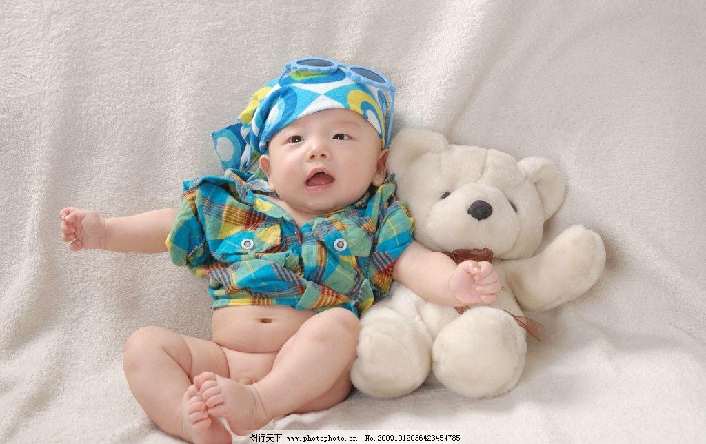 小宝宝和玩具熊图片