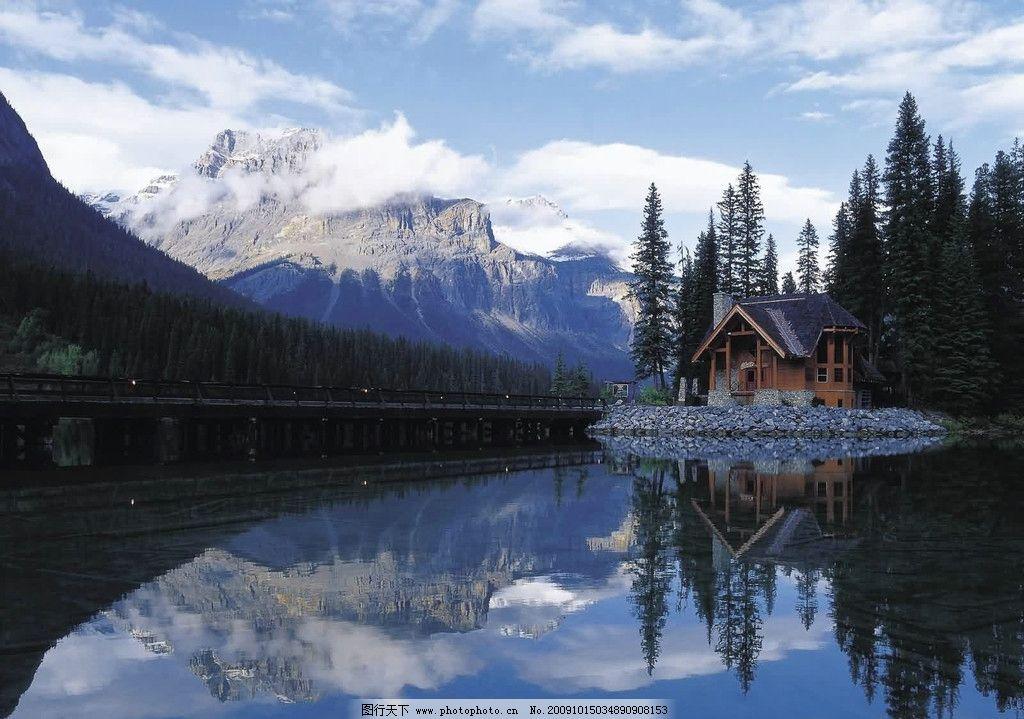 美丽风景 山 山峰 湖 山水 白云 倒影 木屋 树 树林 道路