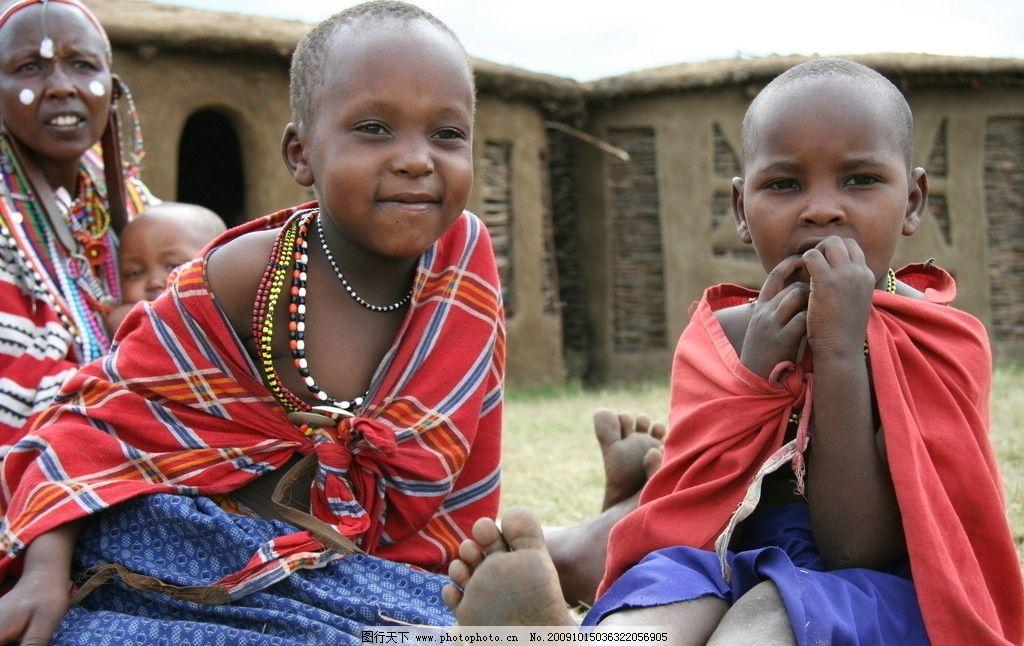 非洲儿童 儿童 天真 活泼 可爱 笑脸 笑容 红色 小屋 摄影图库 人物
