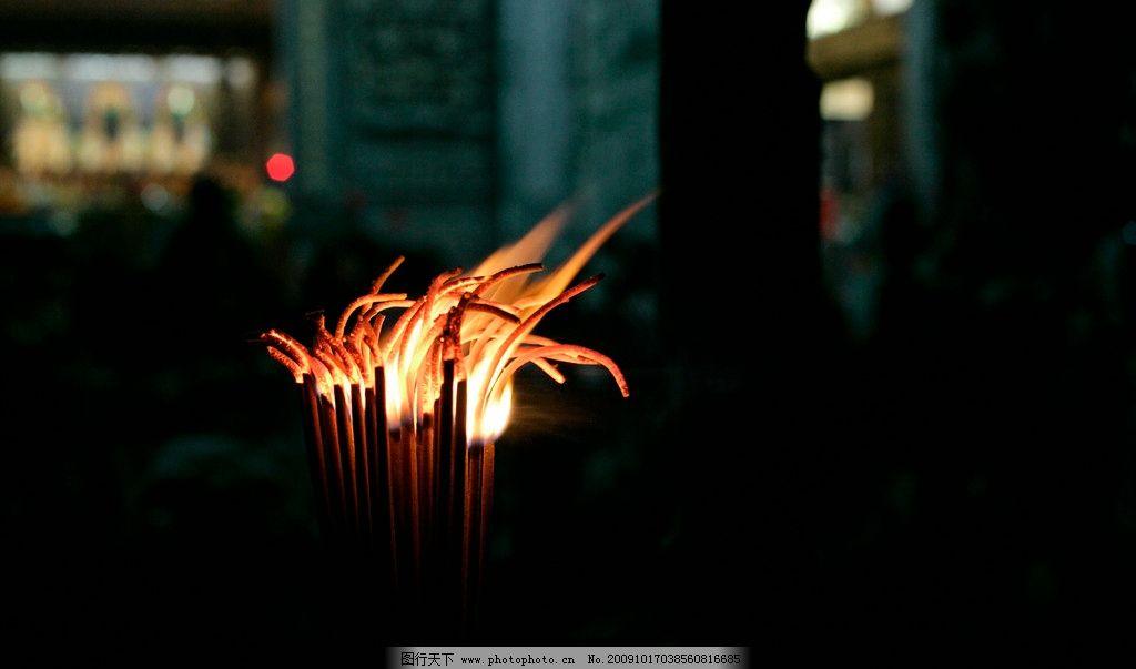 燃烧的佛香图片