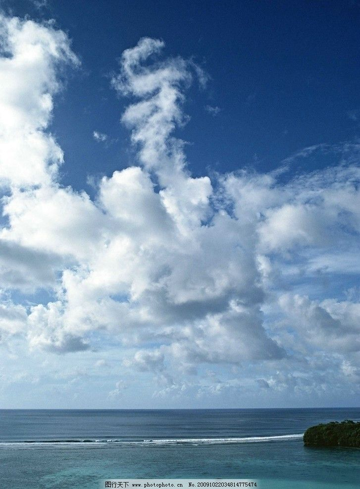 大海风光 浪花 海浪 蓝天 白云 天空 沙滩 海滩 大石 大海风景 自然