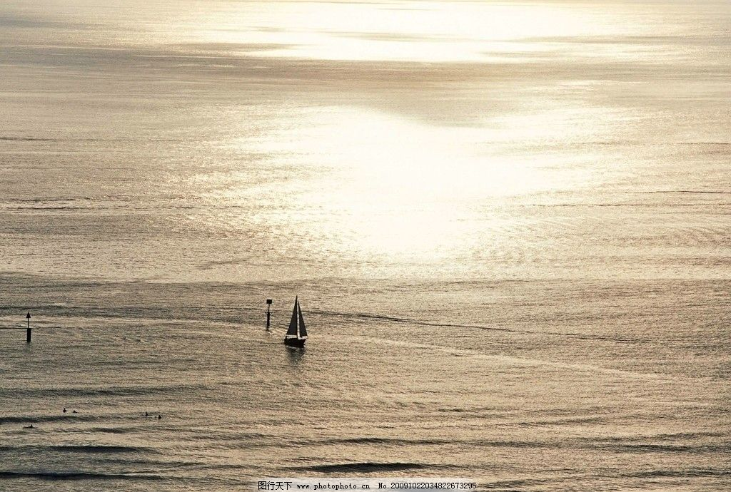 大海风光 浪花 海浪 蓝天 白云 天空 帆布 船只 大海风景 自然风景