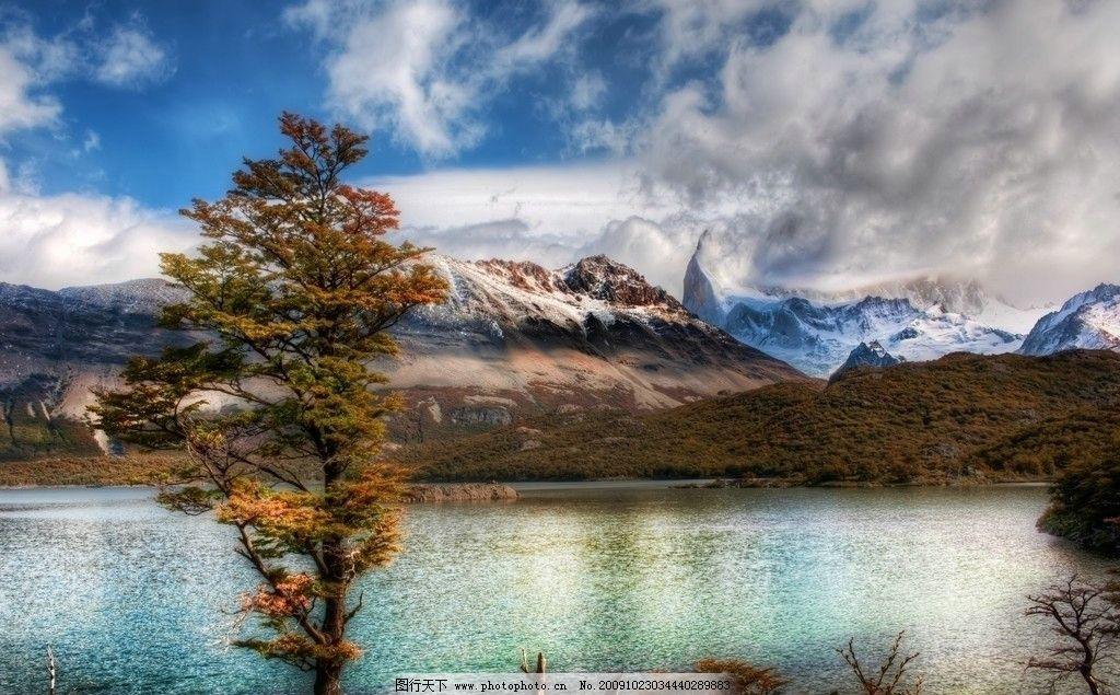 安第斯山脉的高山湖泊图片