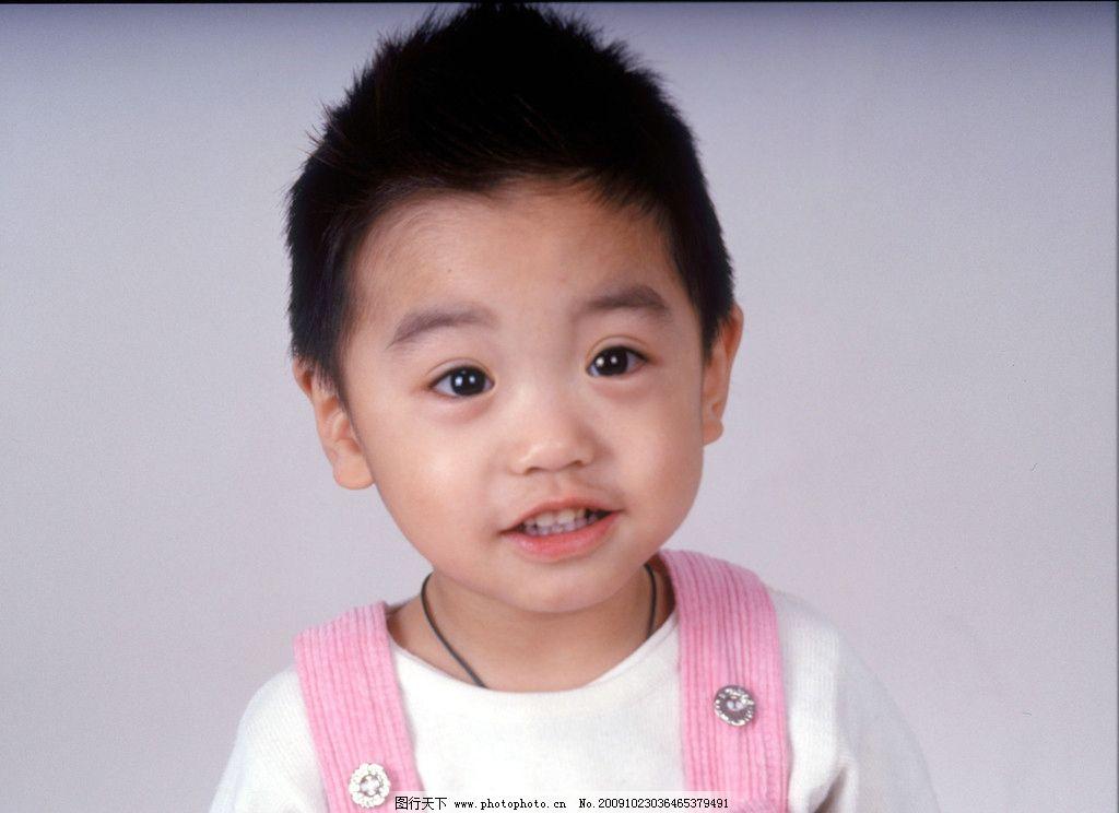 童趣 儿童 男孩 可爱 粉色衣服 背带裤 大眼睛 淘气 宝宝 白衬衣