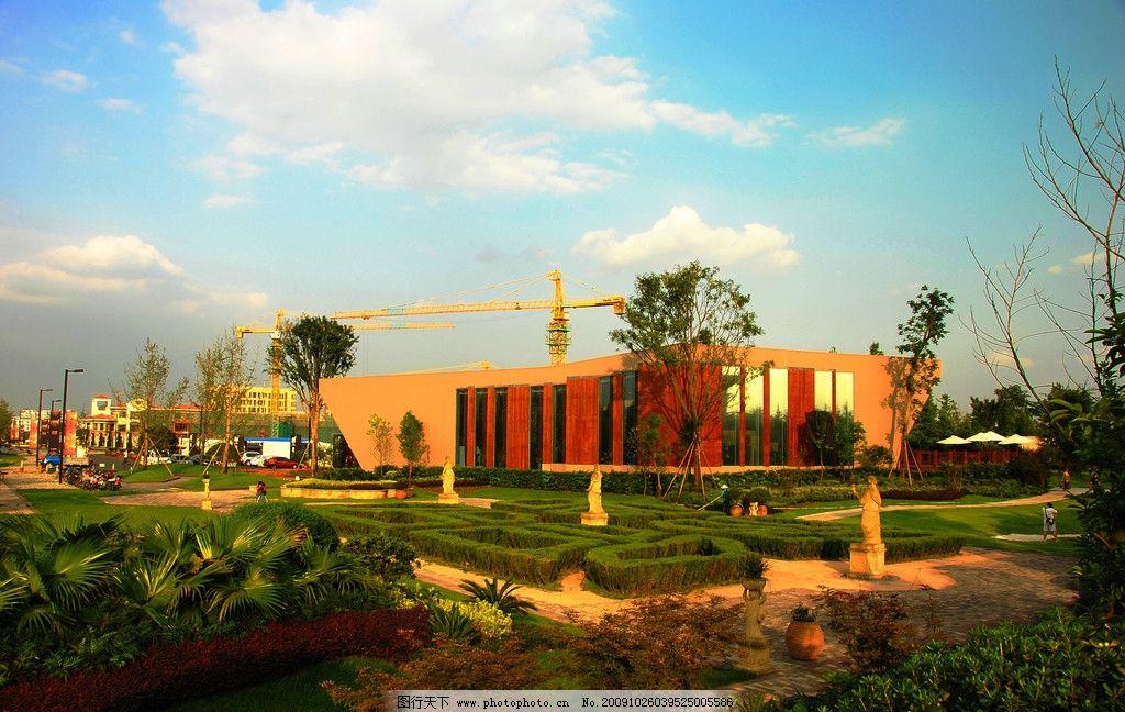 成都新界 楼盘 建筑 园林 欧式建筑 工地 蓝天 白云 花园 草坪 建筑