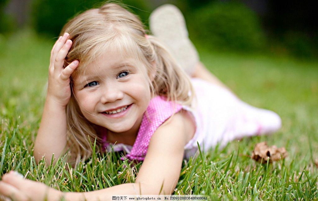 可爱宝贝 儿童 可爱 草地 躺着 可爱的笑容 摄影图库 人物 可爱的孩子