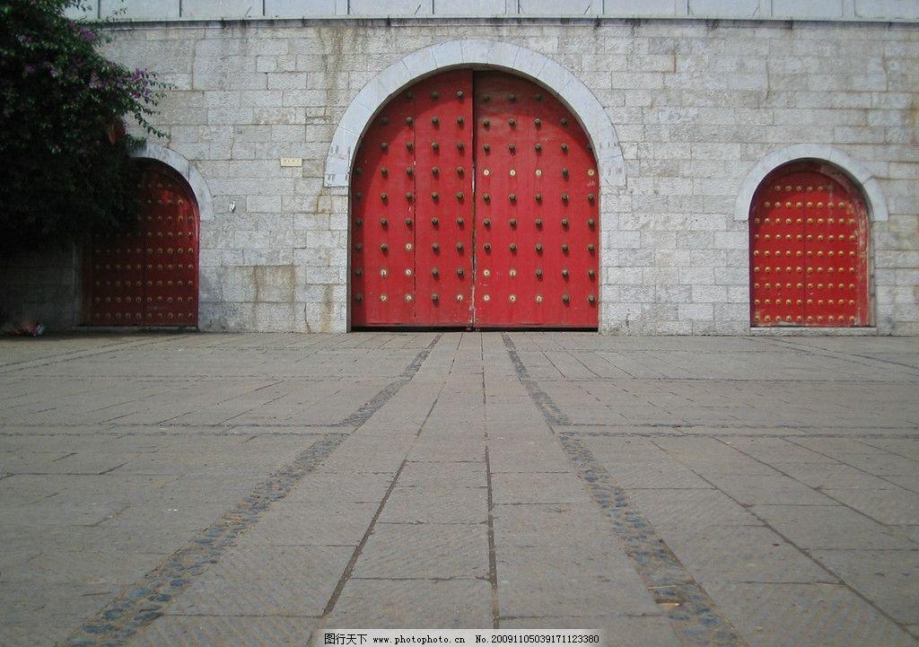 红色大门图片