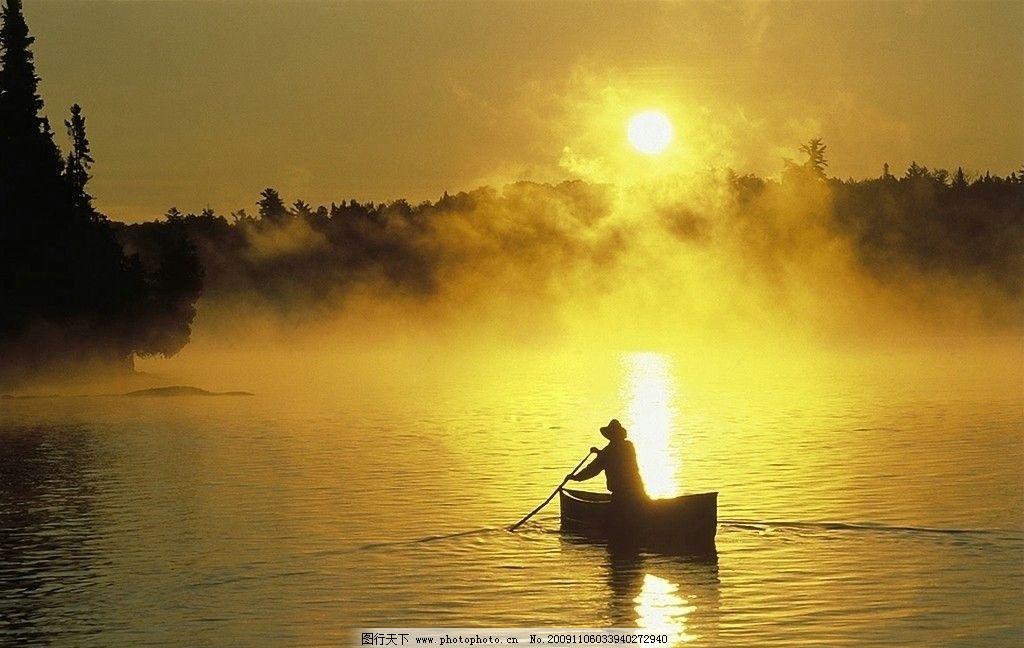 黄昏泛舟 划船 夕阳 金黄 湖面 水面 意境 山水 图片素材 国内旅游