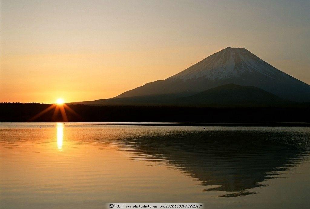 朝阳 太阳 辉煌 黄色 金碧辉煌 湖水 山峰 倒影 山水风景 自然景观