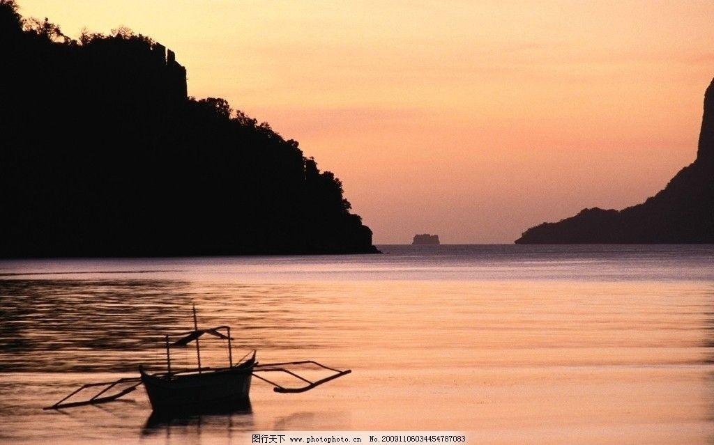山水小船风景图片