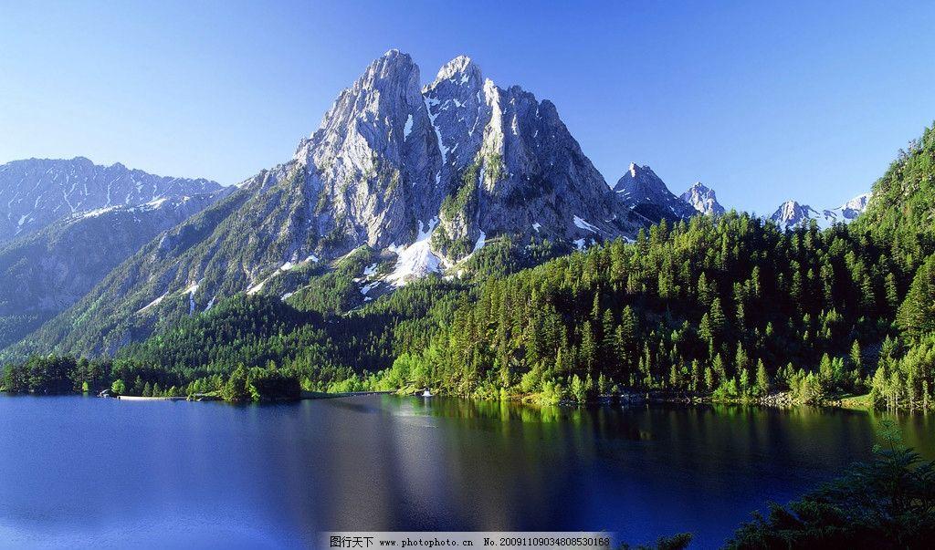 蓝天碧水 蓝天 雪山 碧水 青山 桌面背景 桌面 win7官方主题 自然风景