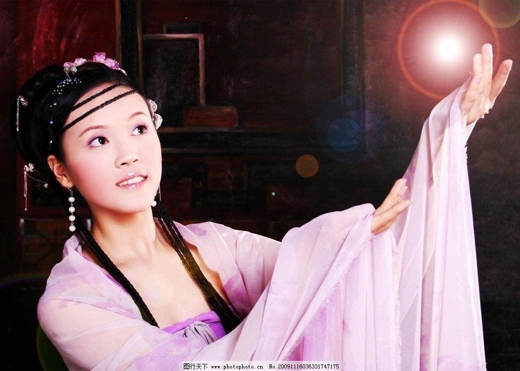 炫彩 树叶竹子 古代 门 窗 珠帘 中国结 花纹 酒杯 扇子 微笑 古装