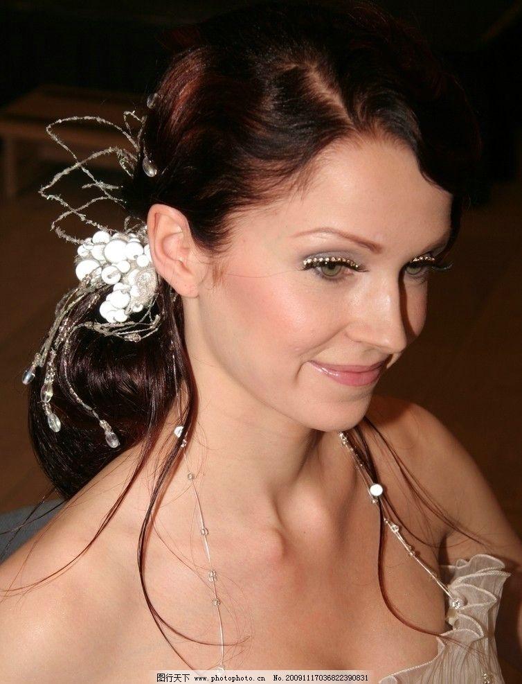 发型 发型设计 盘发 秀发 化妆 红颜美妆 珠宝首饰 时尚美女 欧美模特图片