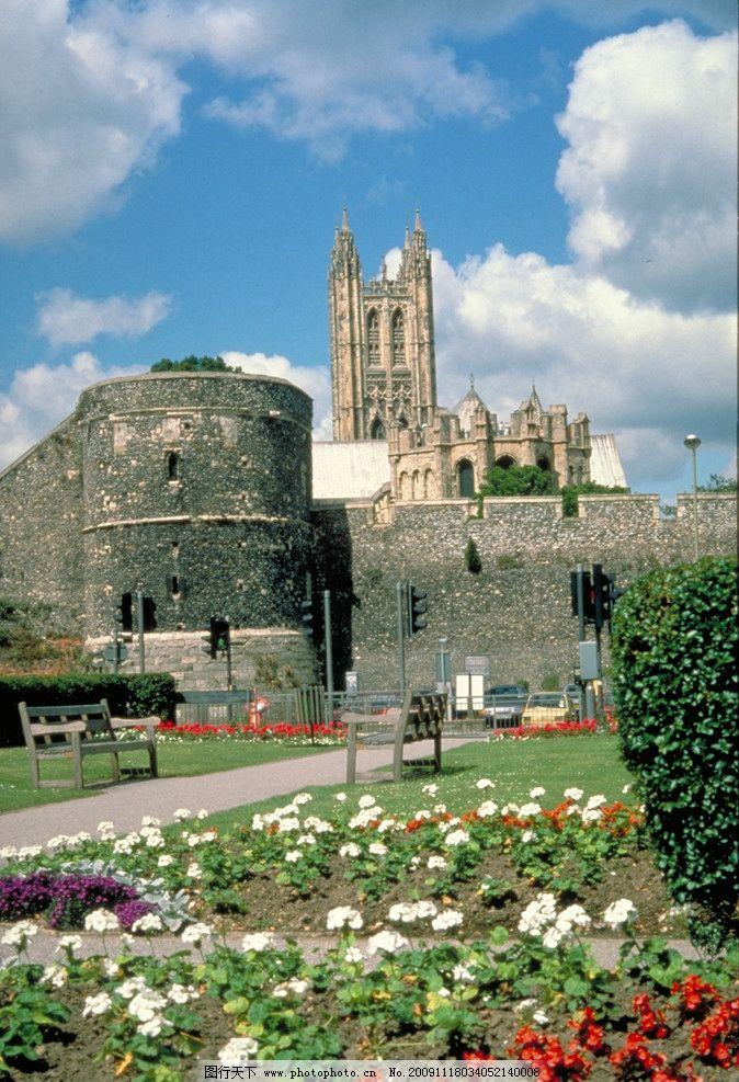 教堂 天空 云朵 草地 房子 老建筑 花 树 灌木 英国风景 国外旅游