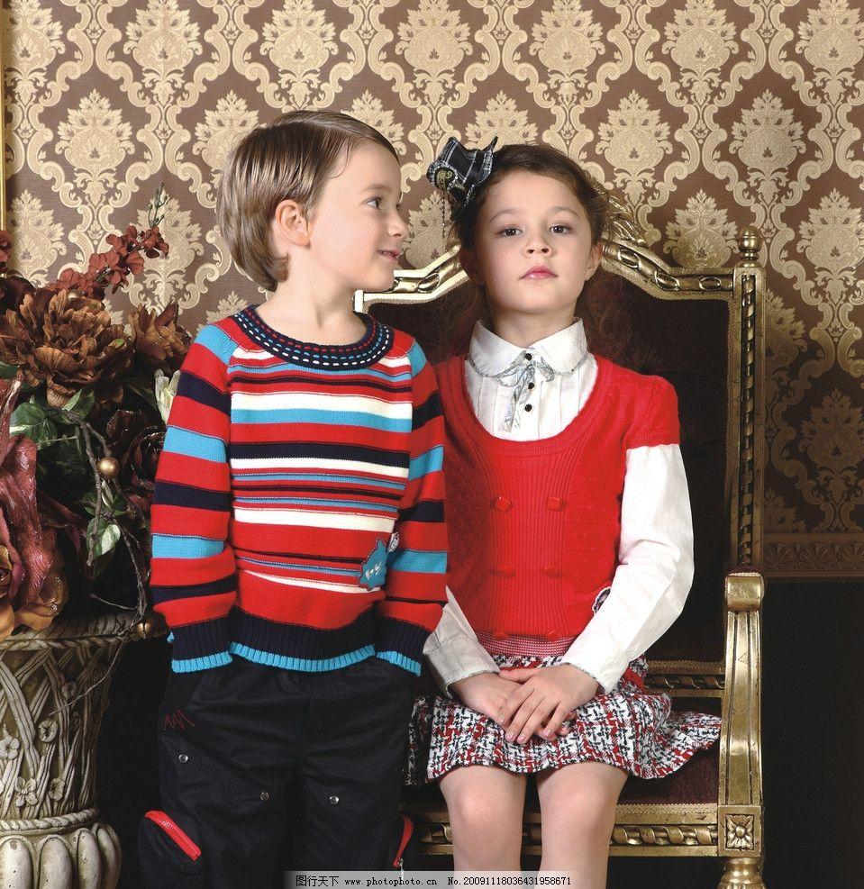 儿童服饰 儿童 服饰 外国儿童 外国小女孩 儿童服装 女孩裙子套装 童装 可爱 冬装 欧式门 公主帽 可爱的小女孩 外国男孩 椅子 儿童模特 小模特 儿童幼儿 人物图库 摄影 300DPI JPG