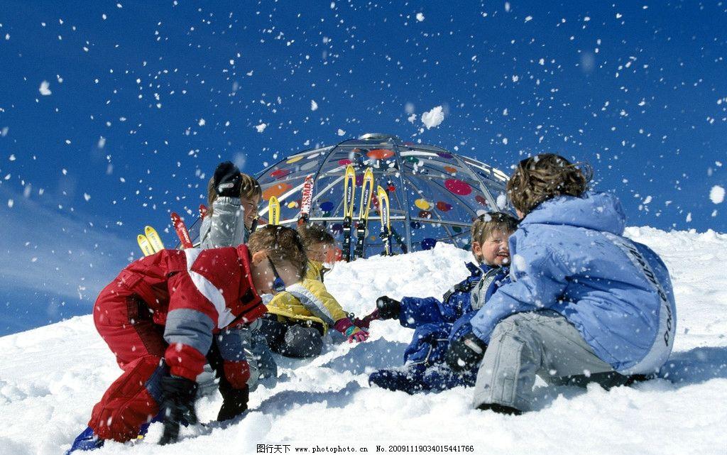 冬天打雪仗图片_瑞士孩子们的冬天图片_国外旅游_旅游摄影_图行天下图库