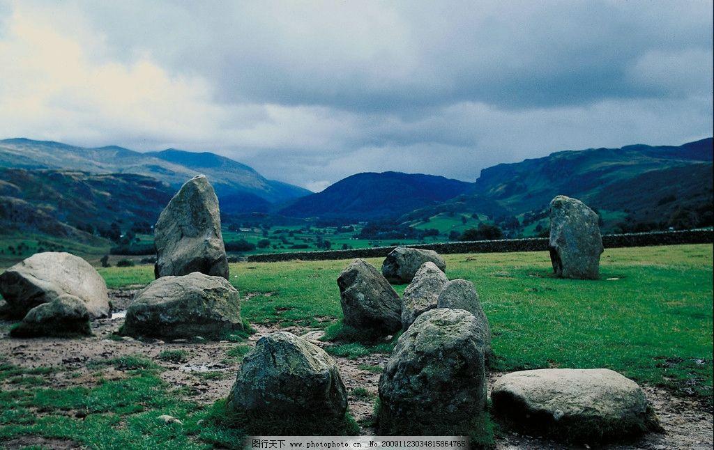 山上的石头 天空 云 草地 自然风景 自然景观 摄影