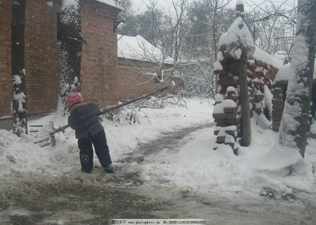 儿童 人物 雪景 下雪 雪地 背景 雪 人物摄影 人物图库 摄影 180dpi j
