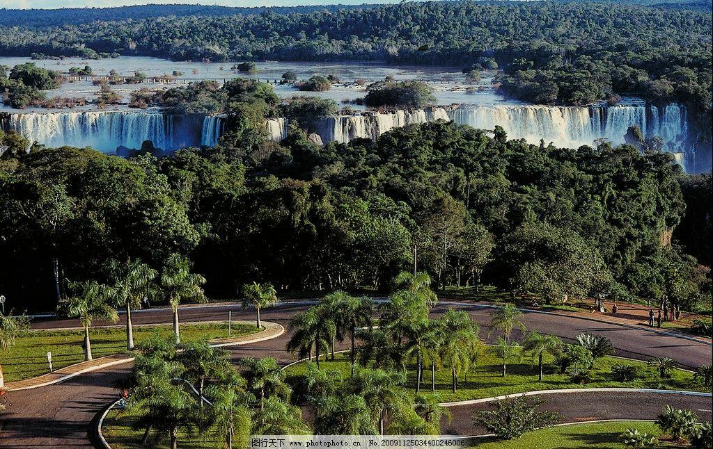 亚马逊森林中的大瀑布图片