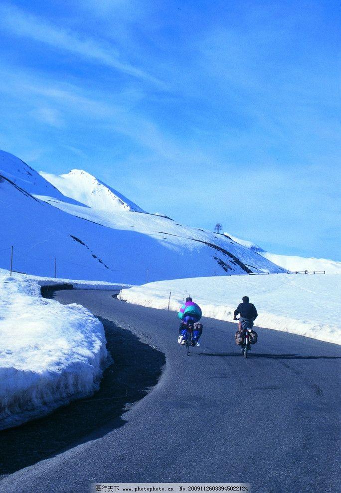 高原山路 雪山 自行车 行人 国内旅游 摄影
