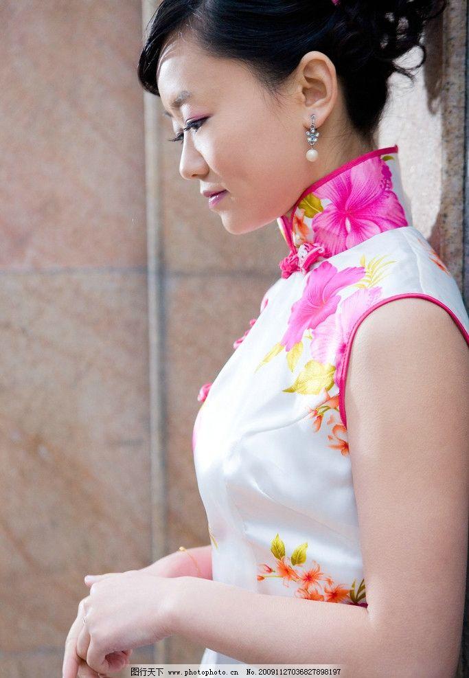 美女和旗袍图片