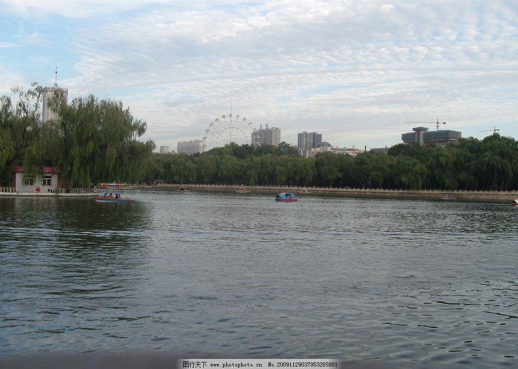 高楼 迎泽公园 高楼 湖面 树木 城市 风景图片