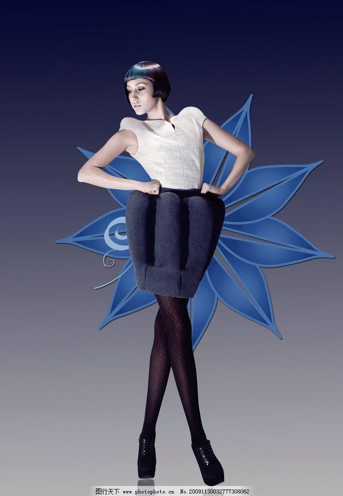 高贵美女 气质美女 模特 蓝色花 花纹 服装表演 服装广告 时装秀