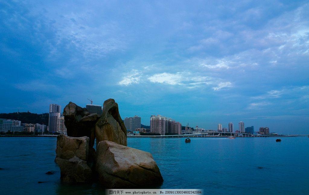 鼓浪屿 黄昏 大海 石头 石 雕塑 船 小船 天空 蓝天 白云 云 夕阳