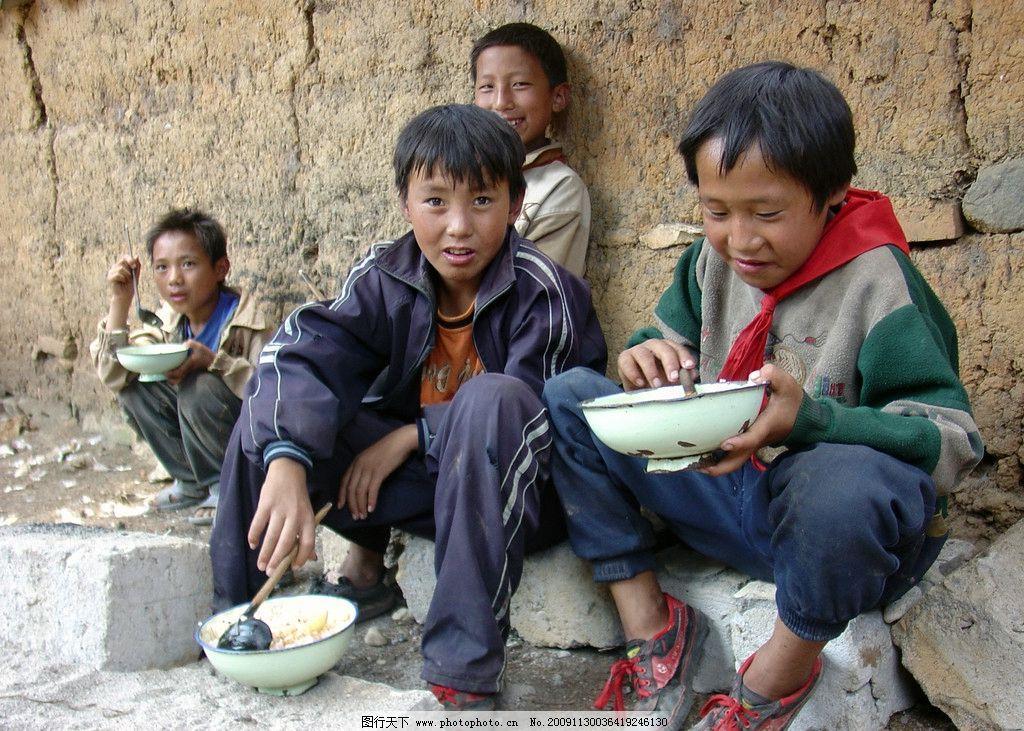 贫困儿童 贫困 农村 山区 学校 儿童 吃饭 微笑 纯真 天真 家庭苦难