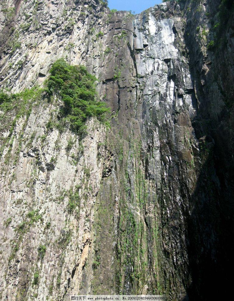 山水风景 大山 天空 群山 树木 树林 绿山 石壁 自然景观 摄影 180dpi