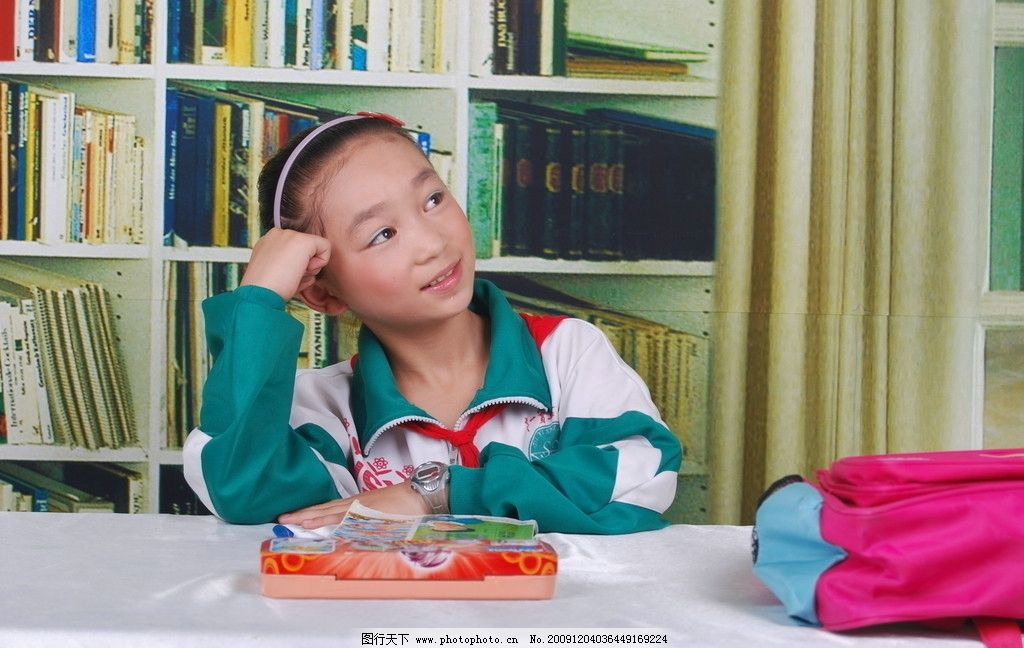 小学生 思考 学习 书本 小女孩 儿童幼儿 摄影
