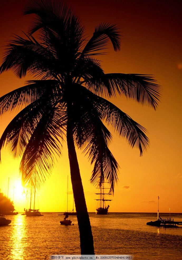 夕阳 黄昏 日落 太阳 天空 水面 河 河水 海水 船 椰子树 自然景观
