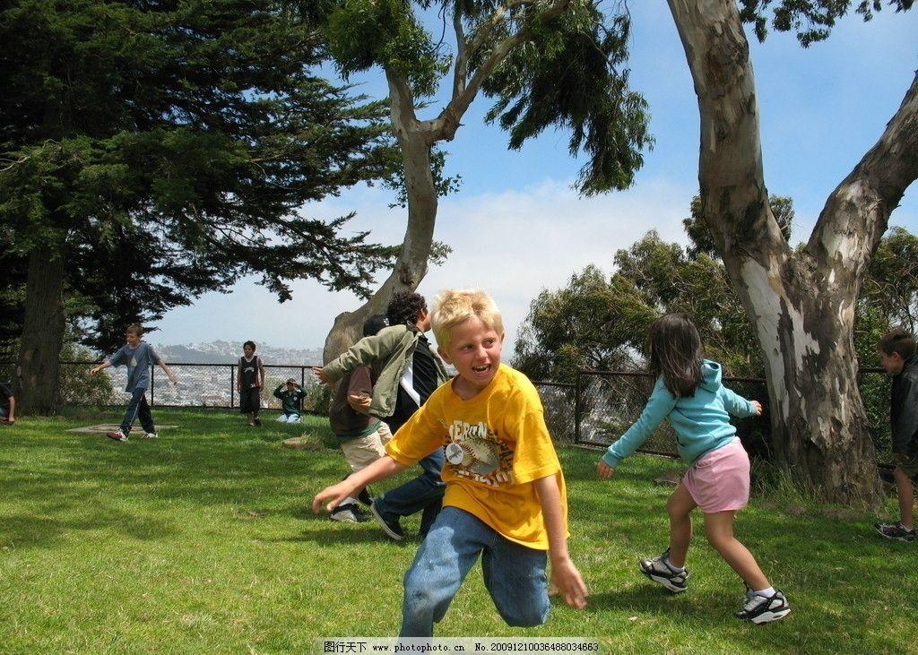 快乐游戏中的国外孩子们图片