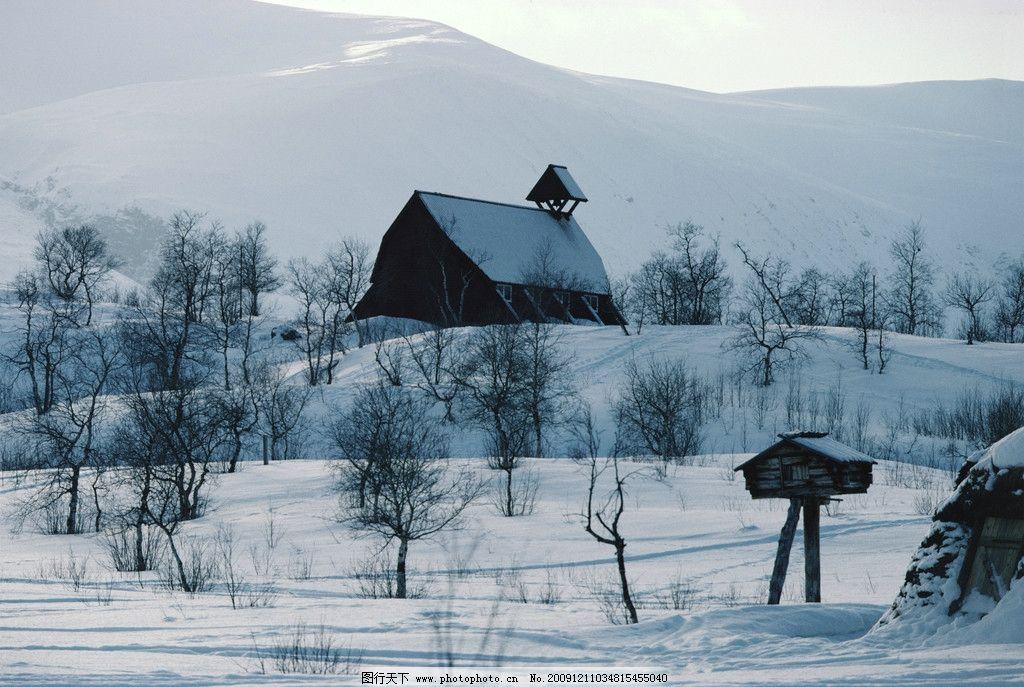 雪中 河流 树林 脚印 亭子 雪 人 房屋 冬季 冬天 冬天风景 自然风景
