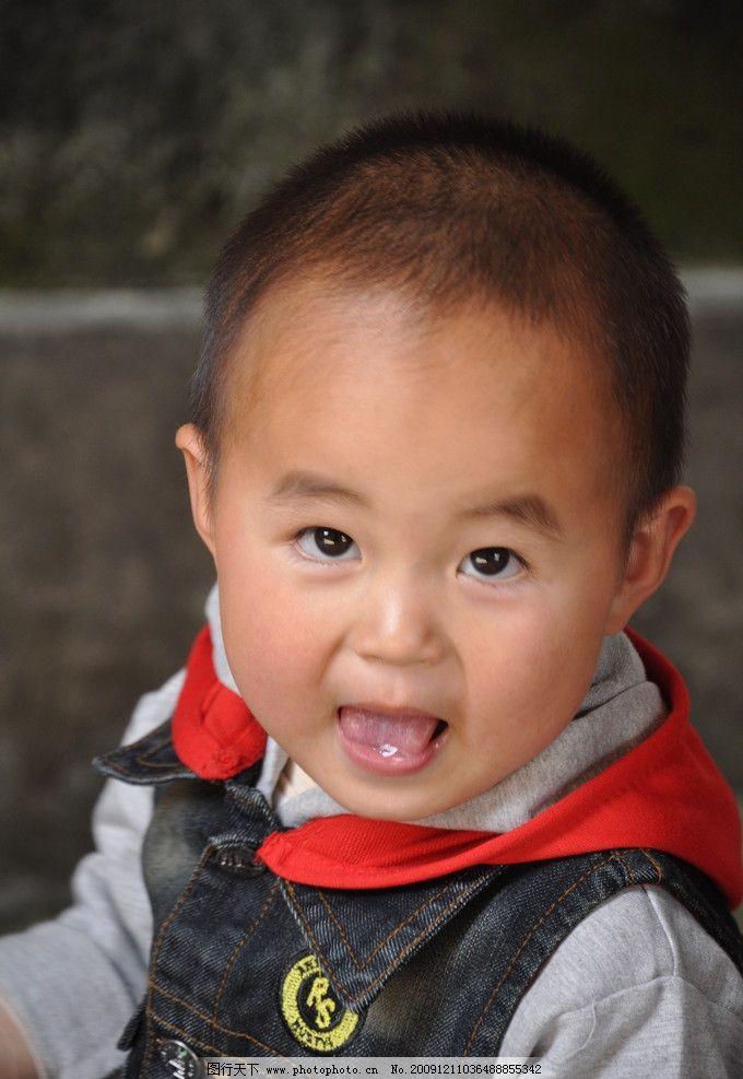 可爱宝宝 毛毛喝牛奶之大眼睛图片