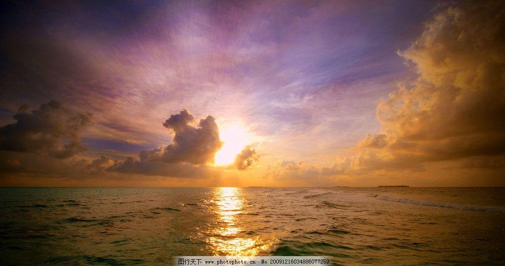 夕阳西下 夕阳 大海 天空 水波 自然风景 云朵 渲染风光 自然景观
