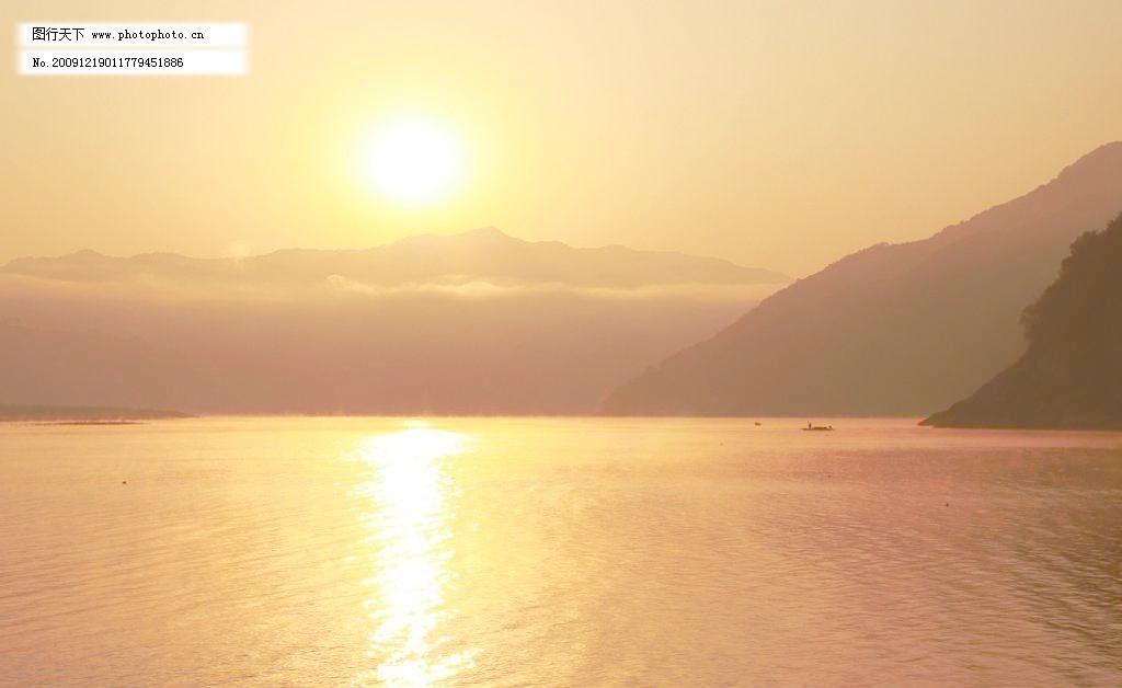 300dpi jpg 彩霞 风景画 风景山水图 风景优美 河流 金黄色 山 山水
