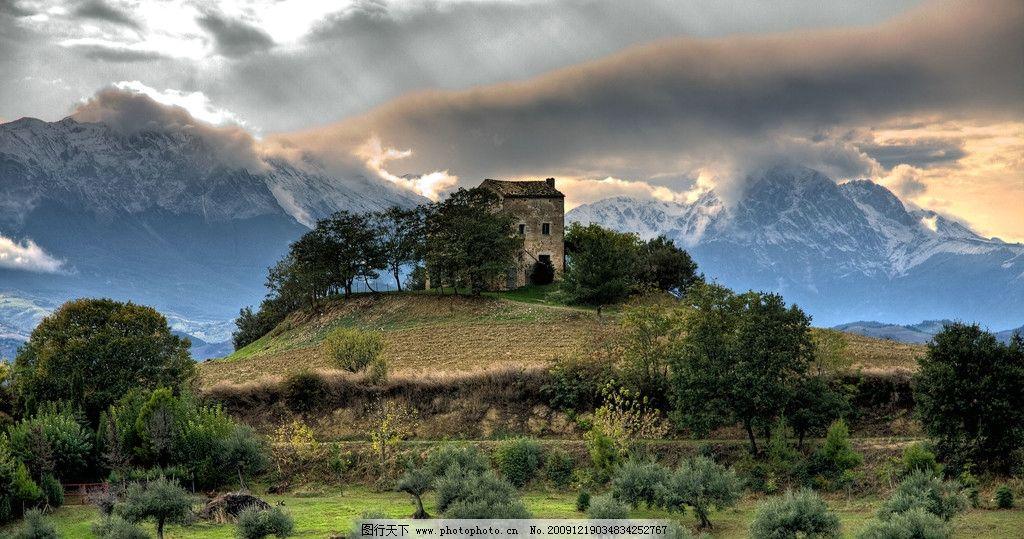 独立 天空 房屋 高山 大树 蓝天 白云 自然风景 渲染风光 自然景观