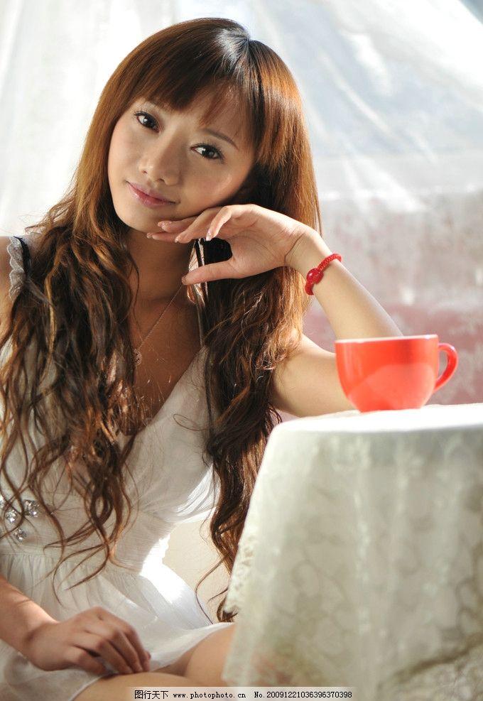 美女酷似林���_林娜冰 明星 美女 平面模特儿 明星偶像 人物图库 摄影 300dpi jpg