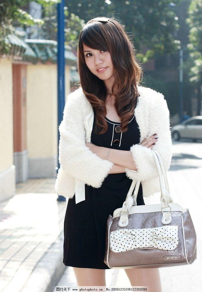 美女包包宣传照 美女 包包 自然 海报 街景 日式风格 店铺 美女摄影